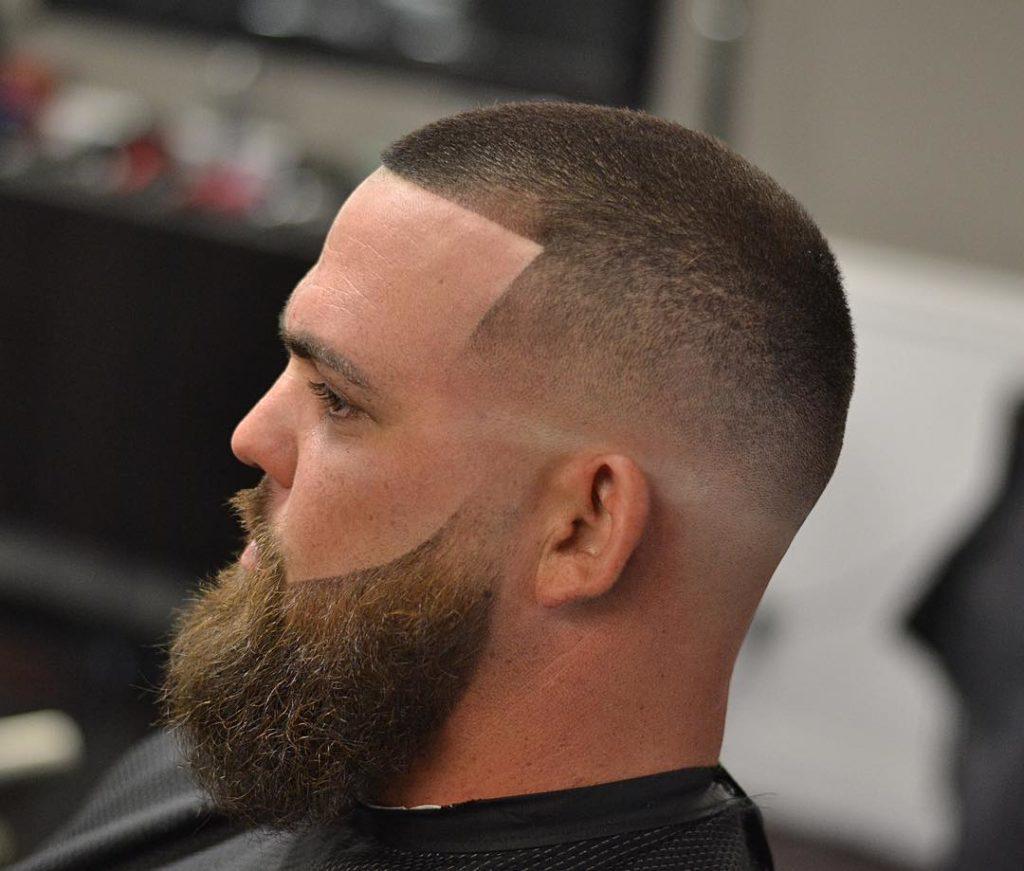 Recorte de pelo corto con barba