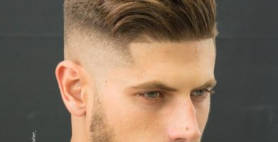 Corte de pelo en hombre rubio con pelo corto