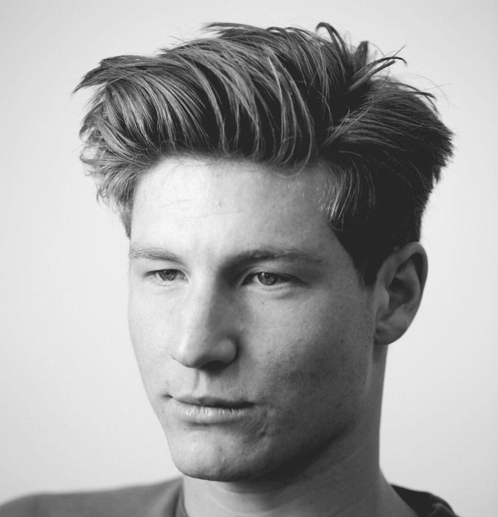 Corte de pelo medio largo en hombre