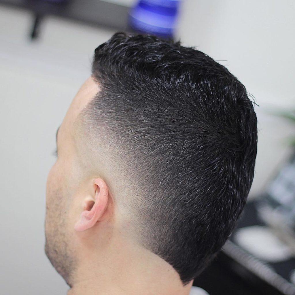 Una foto de pelado para pelo grueso