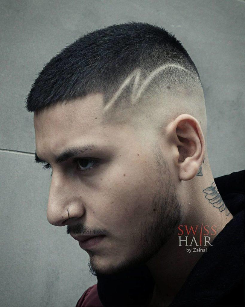 Corte de pelo corto con diseño