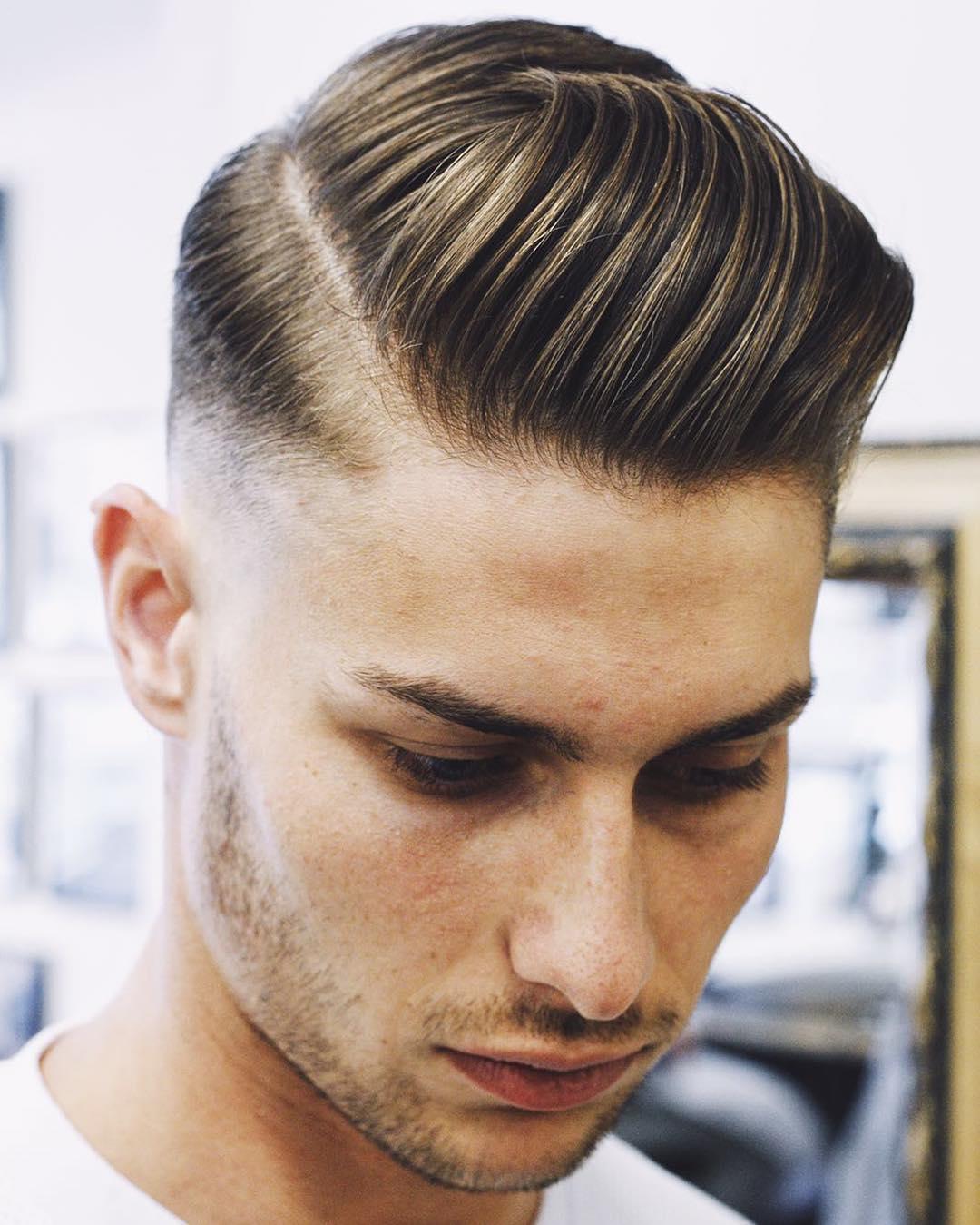 Estilo de peinado en hombre joven