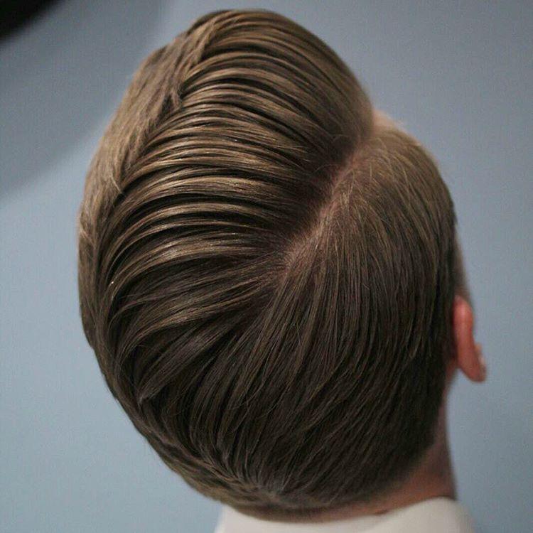 Peinado hacia un lateral con pelo largo