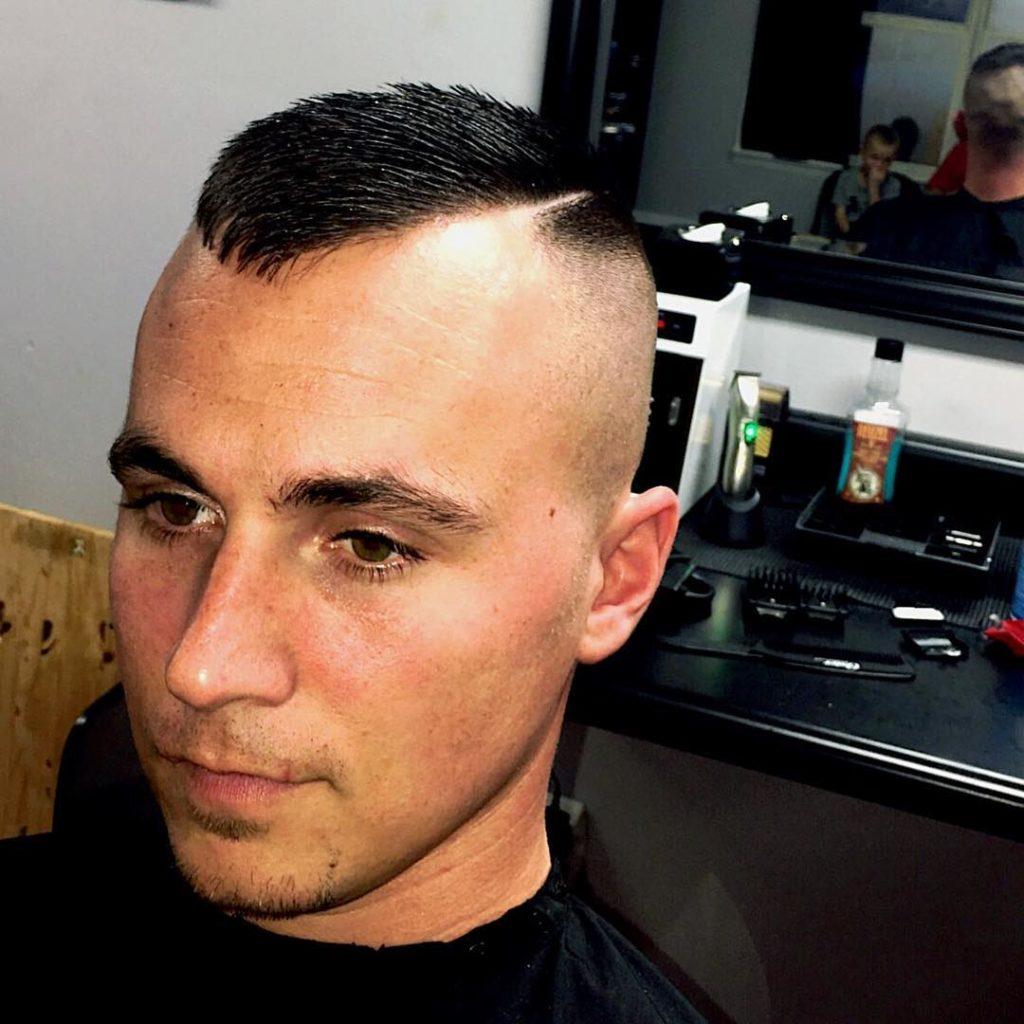 Corte de cabello militar moderno