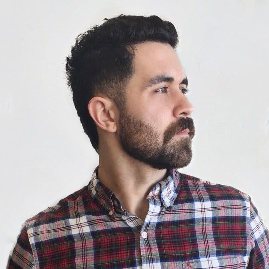estilos de barba corta con bigote