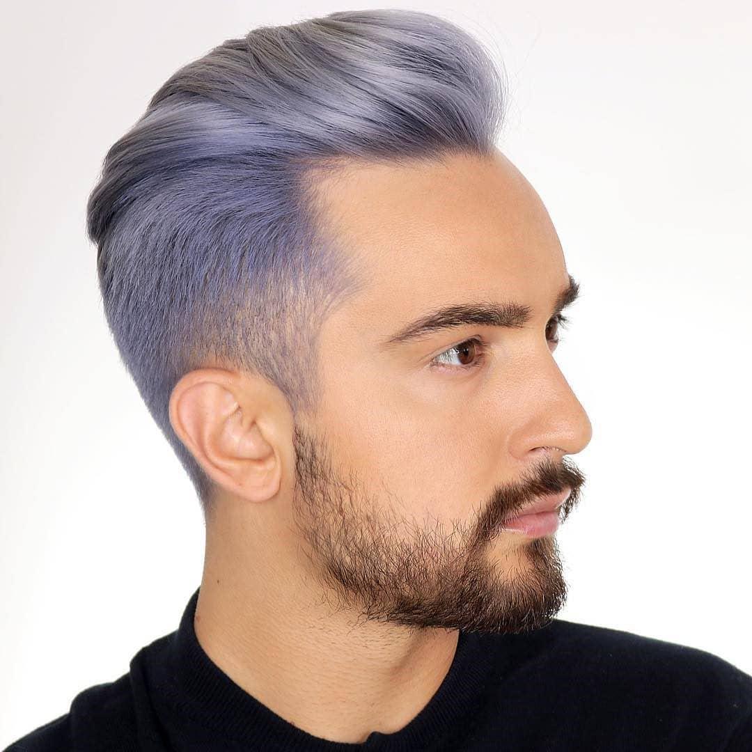tinte en hombre joven color violeta