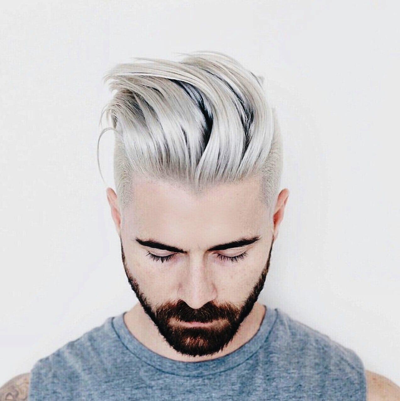 Color blanco en pelo de hombre