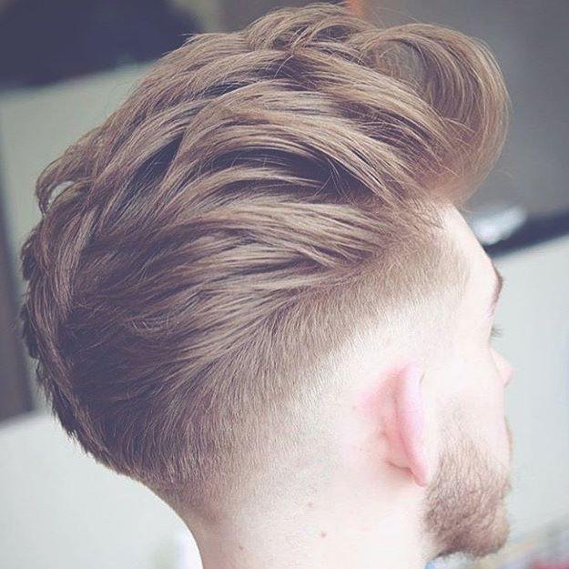 Pelado con pelo pintado en hombre