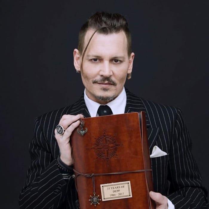 1.-johnny-depp bigote