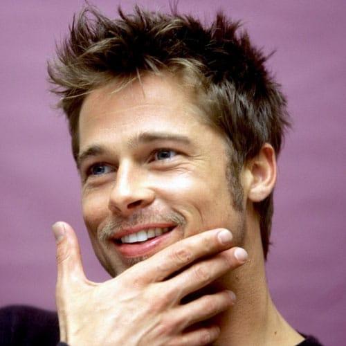 Brad Pitt con peinado desordenado