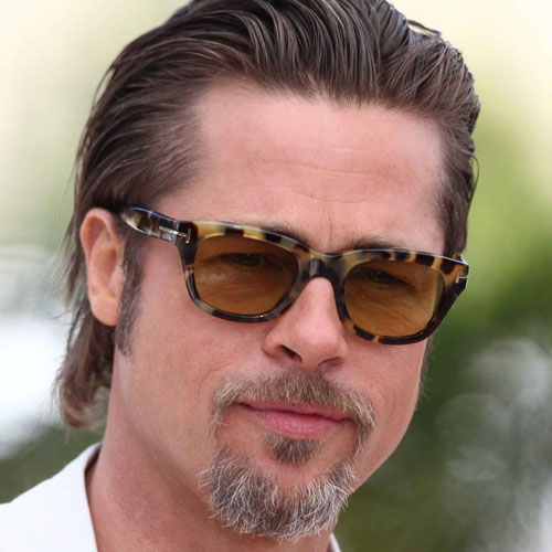 Brad Pitt pelo largo pinado hacia atras y candado