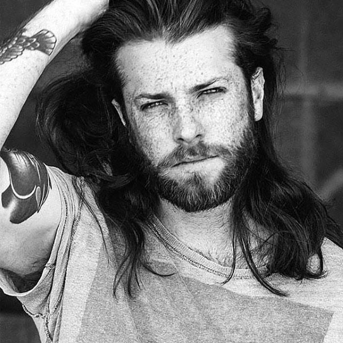 barba-corta--con-bigote