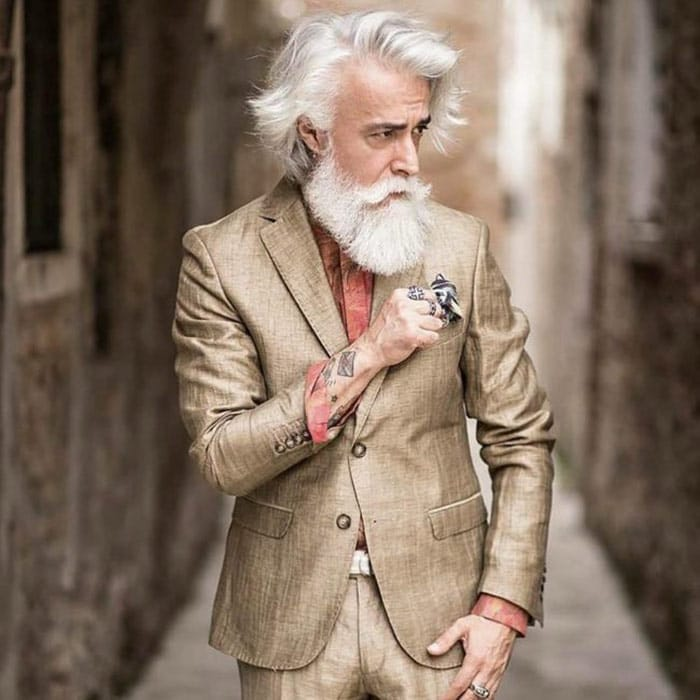 barba hipster blanca en hombre adulto