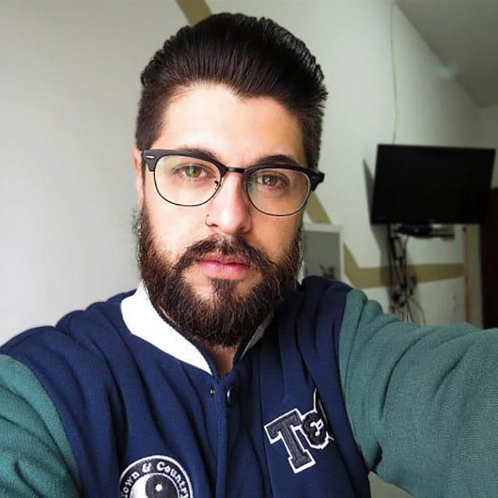barba hipster corta y con bigote