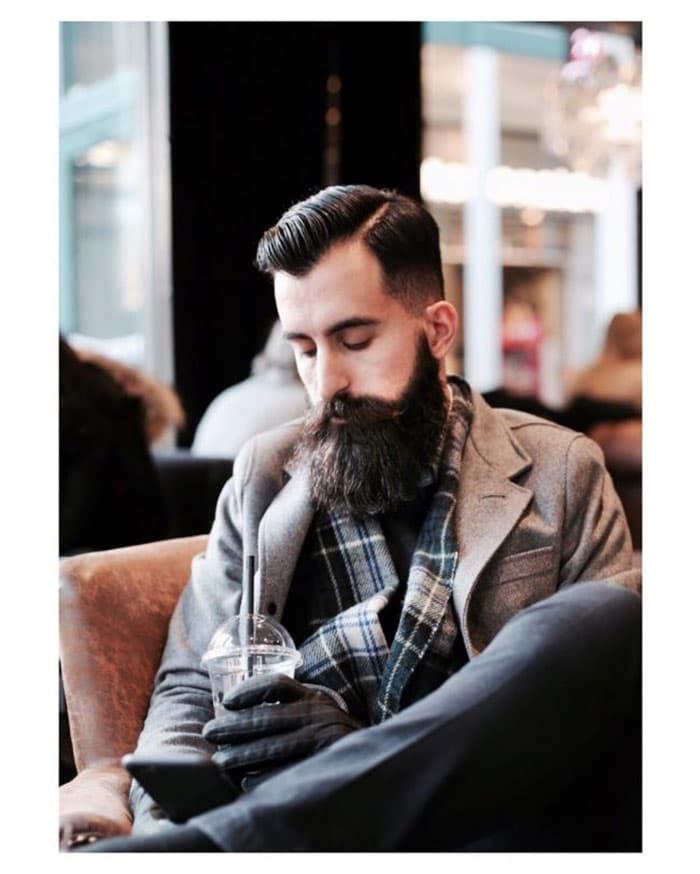barba hipster larga y con bigote grande