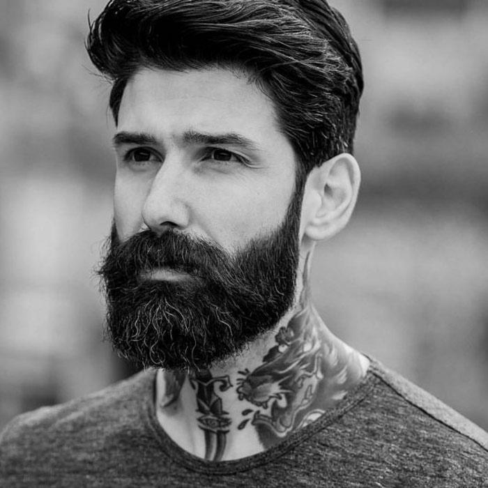 barba hipster semilarga y negra con bigote