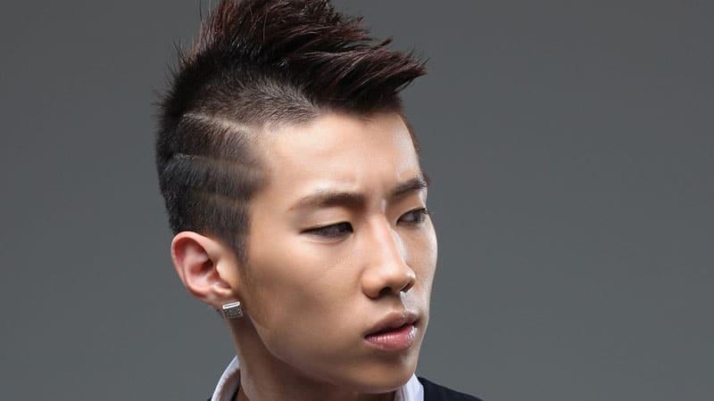 corte de pelo mohicano con degradado a los lados