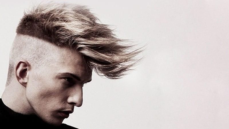corte de pelo mohicano con pelo largo y sin pelo a los lados