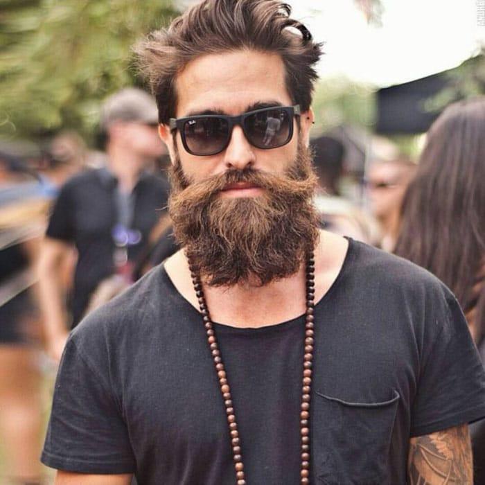 hipster barba estilo moderno en hombre joven