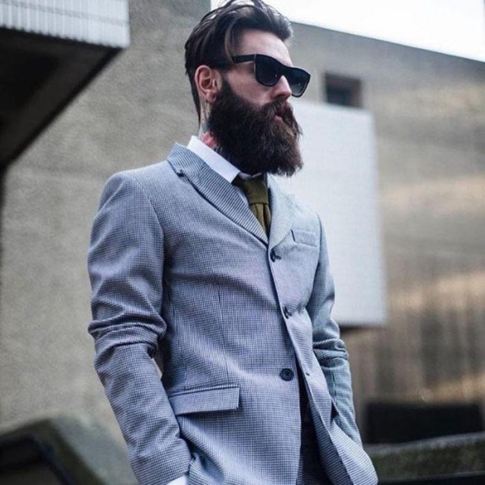hombre con barba hipster y traje