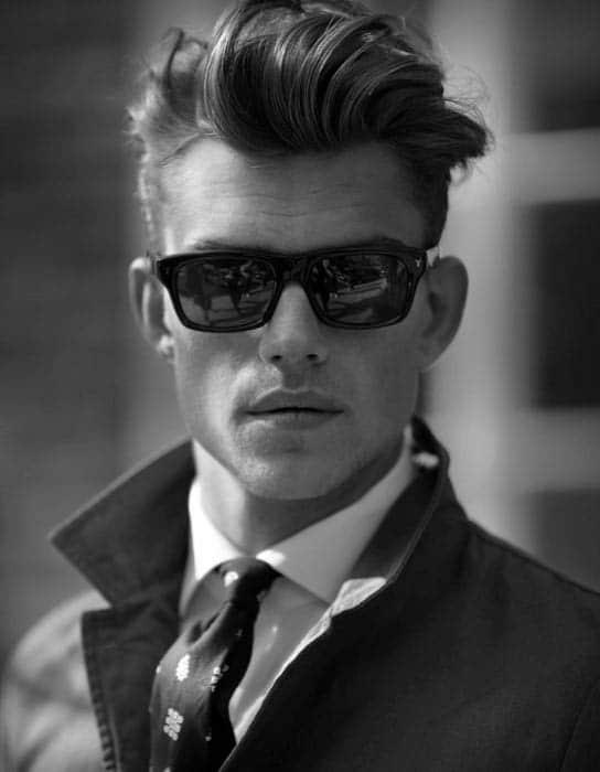hombre corte de pelo antiguio de los años 60