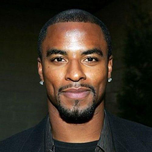 hombre negro con barba candado