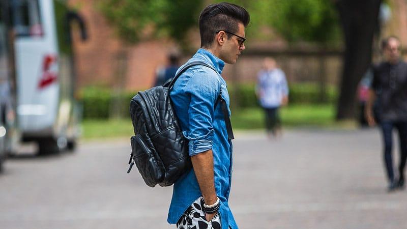 mohicano estilo moderno en hombre joven