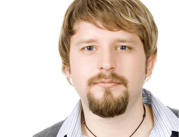 Barba de Circular o de candado en hombre blanco