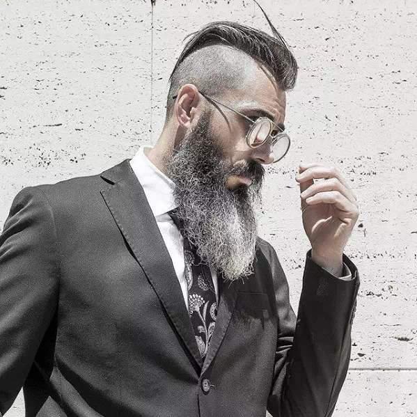 Barba Larga en hombre mayor con estilo