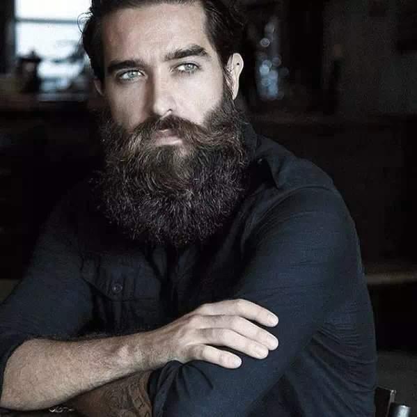 Barba Larga en pelo rizado