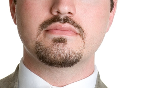 Barba de candado delgada y bien arreglada