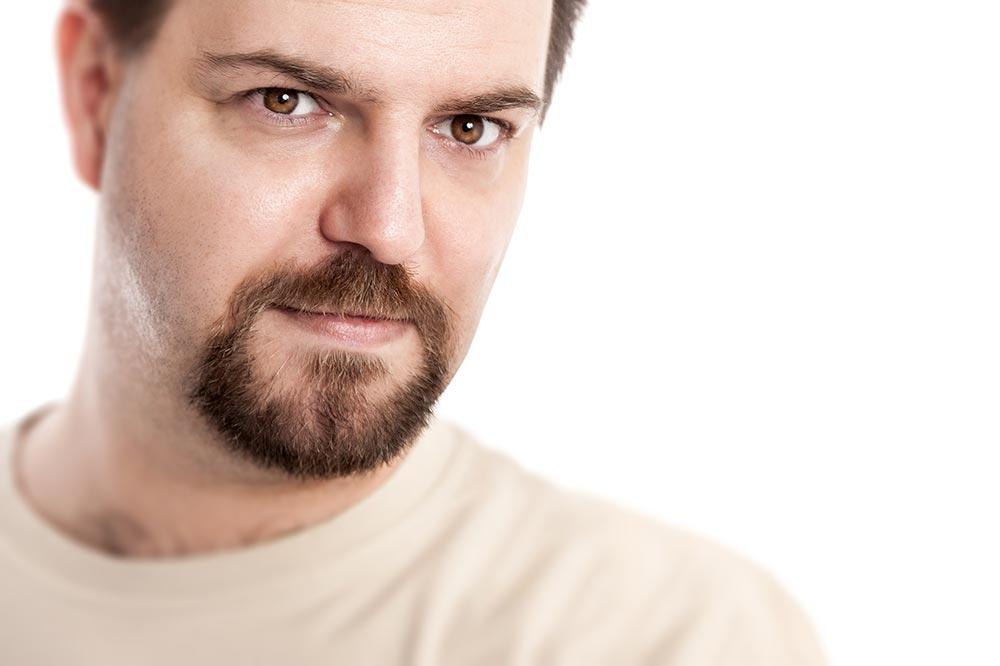 Barba de candado en hombre blanco