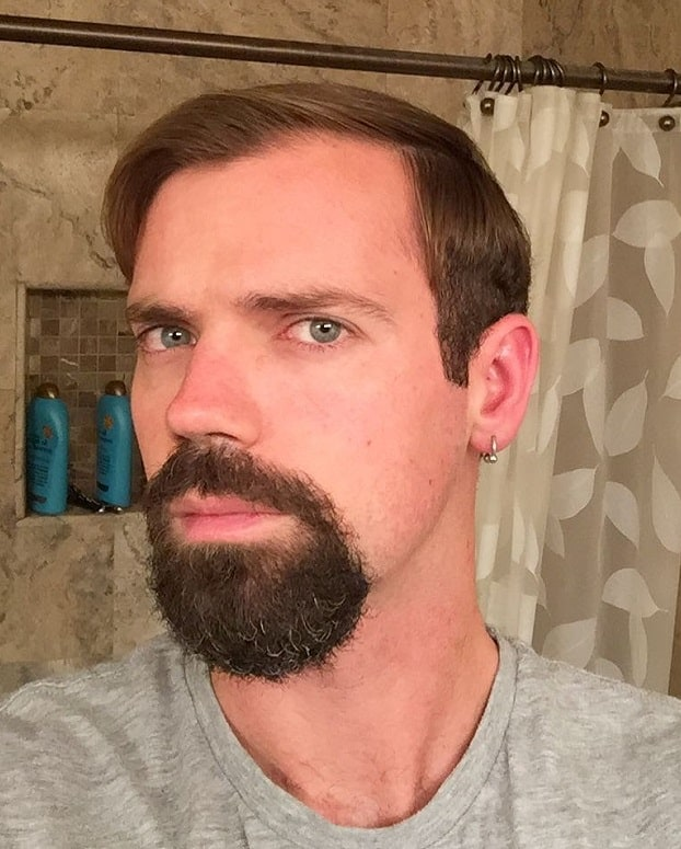 Barba de candado o Circular bien tupida en Joven