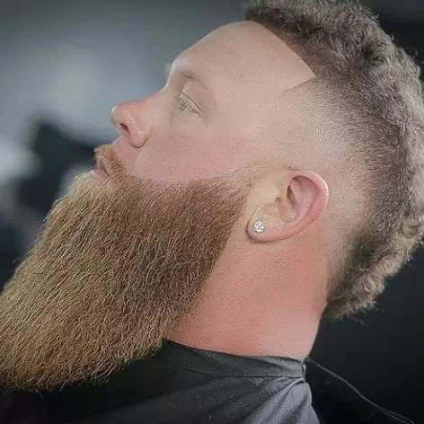 Barba espartana con un buen corte y arreglada
