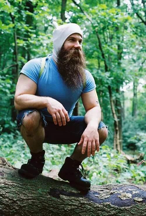 Barba grande o larga con gran bigote