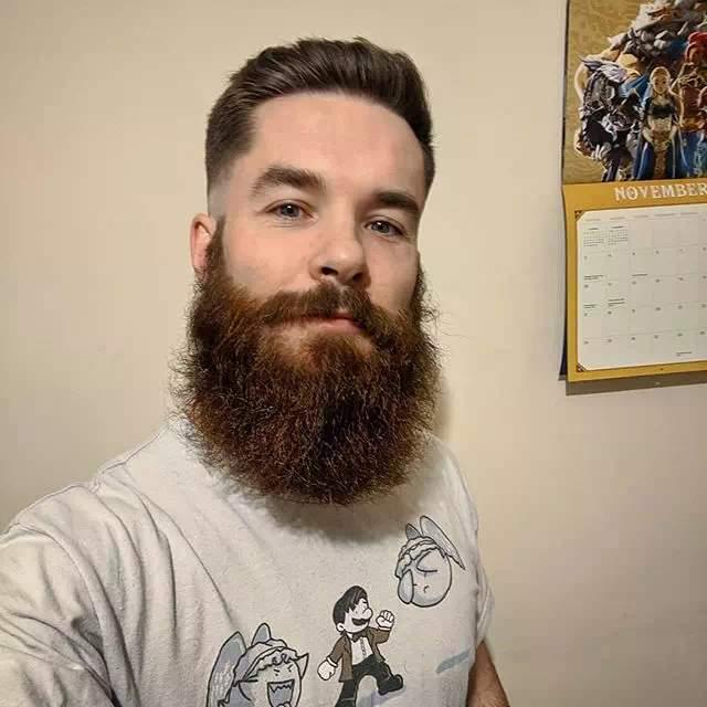 Hombre con Barba espartana mediana