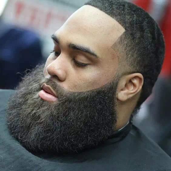 barba grande en hombre negro
