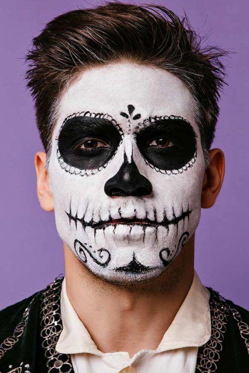 Halloween maquillaje en la cara de Calavera en Hombre