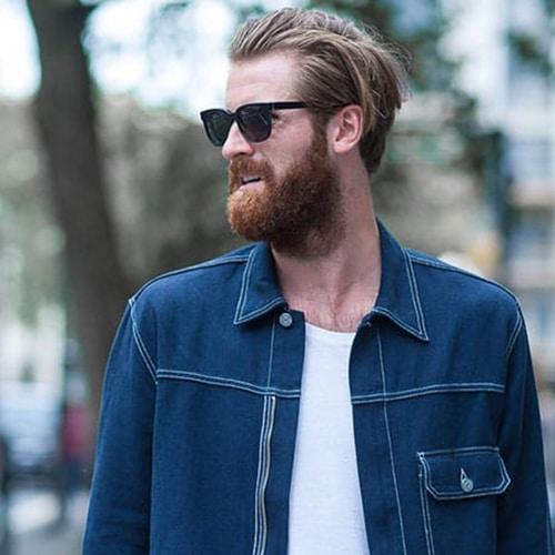 25 Peinado hacia atras en pelo largo con barba