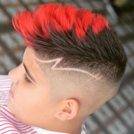 Diseño en corte de cabello en joven