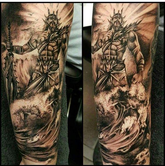 Tatuaje de poseidon en hombre