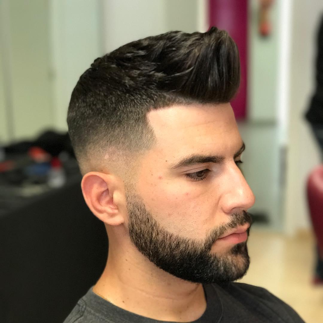 Barba bien recortada corta con corte de pelo con degradado