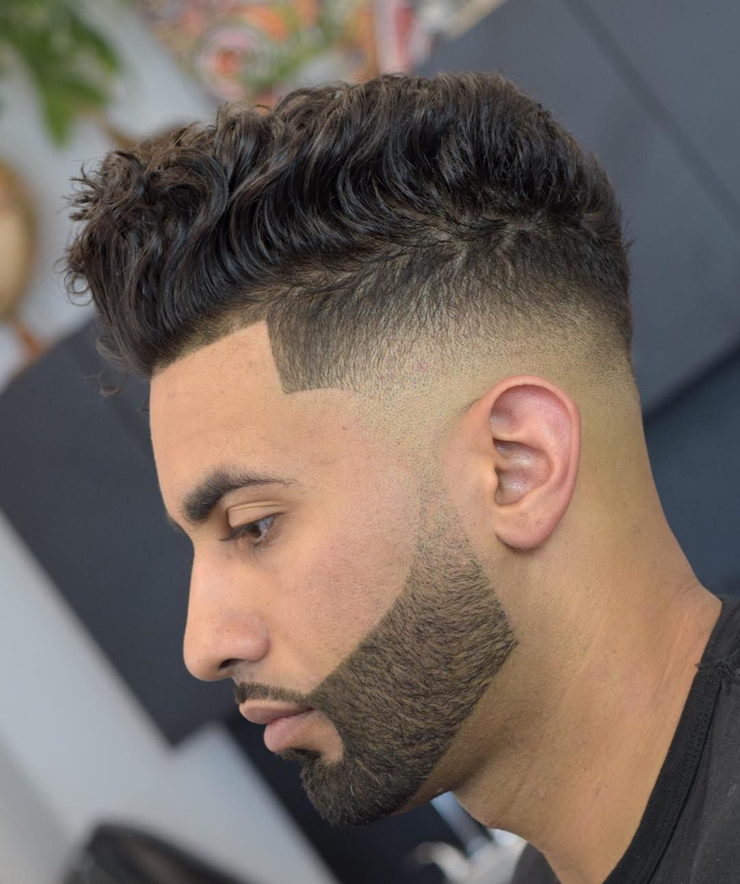 Barba delineada con corte de pelo moderno
