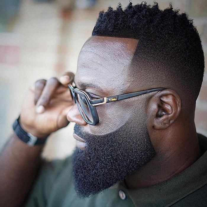 Corte de Cabello con barba completa con degradado en hombre negro jmdabarber