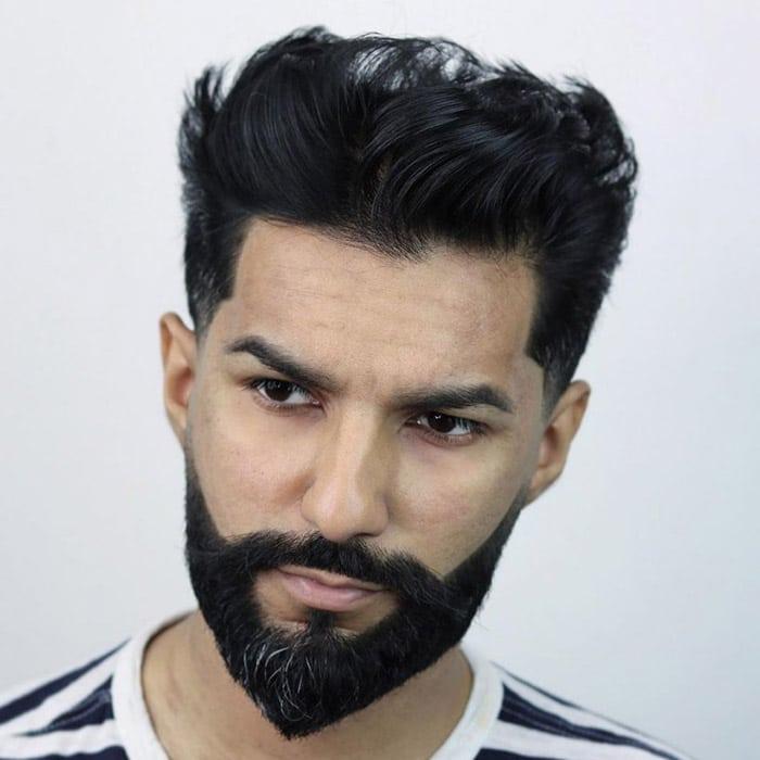 Corte de Cabello con volumen y barba puntiaguda