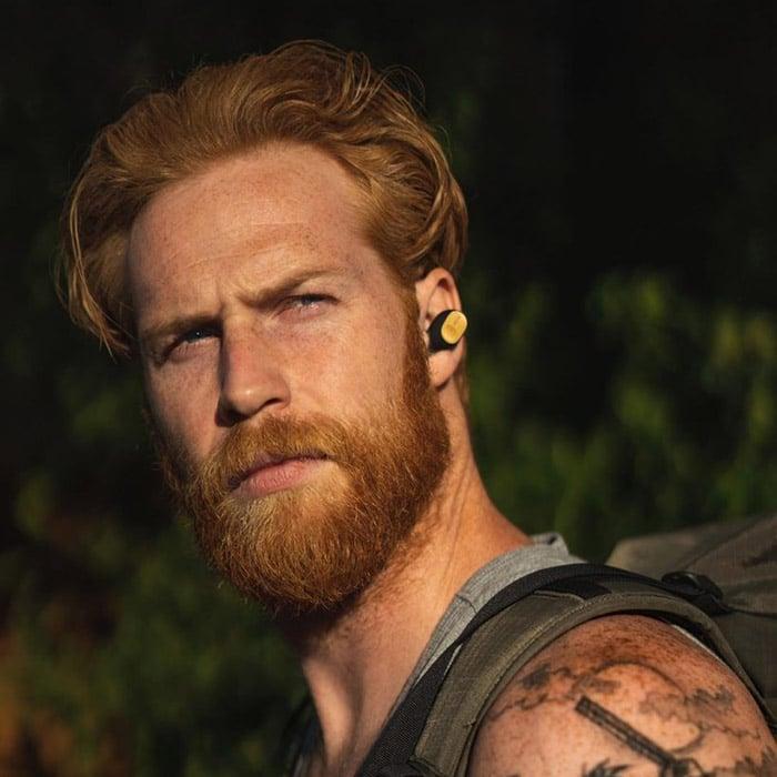 Corte de cabello mediano con barba mediana en Hombre joven - gwilymcpugh