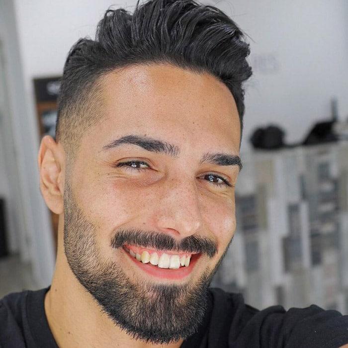 Corte de cabello moderno corto con barba descuidado ggsoaress