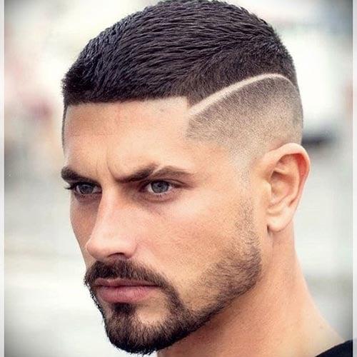 Corte de cabello rapado en hombre con linea al lado