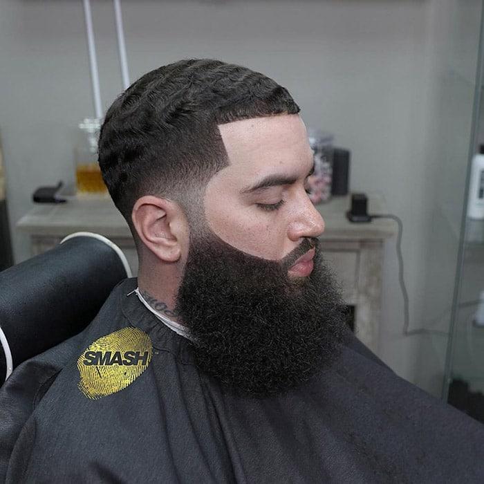 Corte de pelo en hombre moreno con barba bien grande smashthalegend