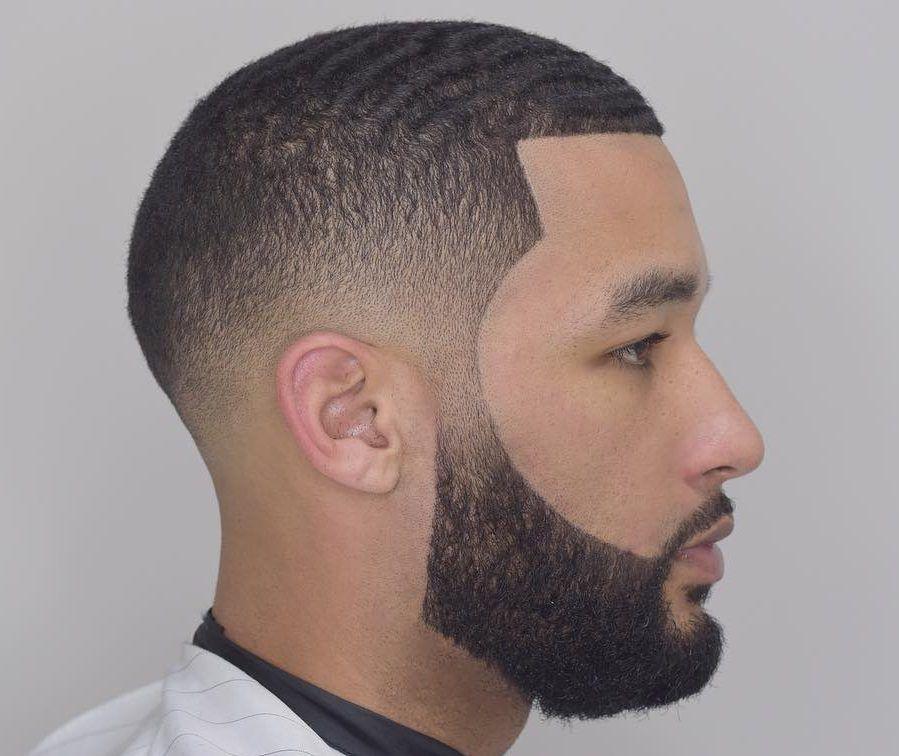 Estilo de barba delineada en hombre negro